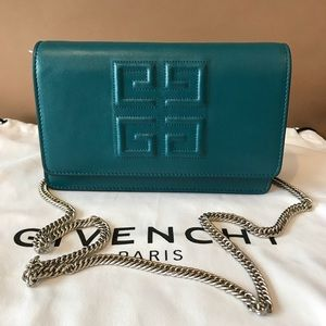 Givenchy Emblem Wallet on Chain ! NWT !